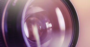 Lens van een camera symboliseert het maken van screencast op je computer