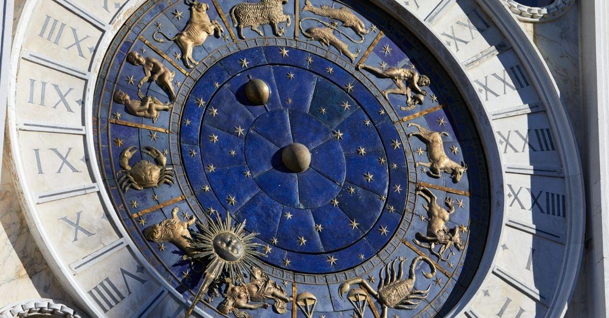 Ontmoet Lea Manders, zij geeft een online cursus Astrologie op Soofos