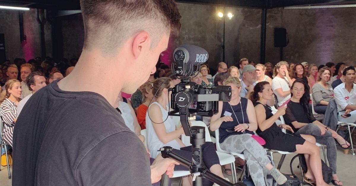Sylvain Bergs, instructeur op Soofos, maakte een online cursus over Premiere Pro waarmee jij die prachtige video's kunt leren bewerken