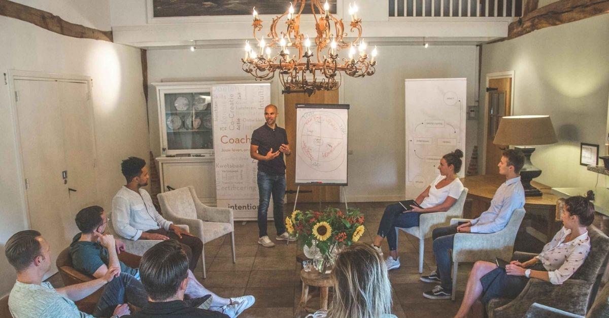 Leroy Naarden, instructeur op Soofos, helpt je via zijn online cursus om jezelf beter te leren kennen