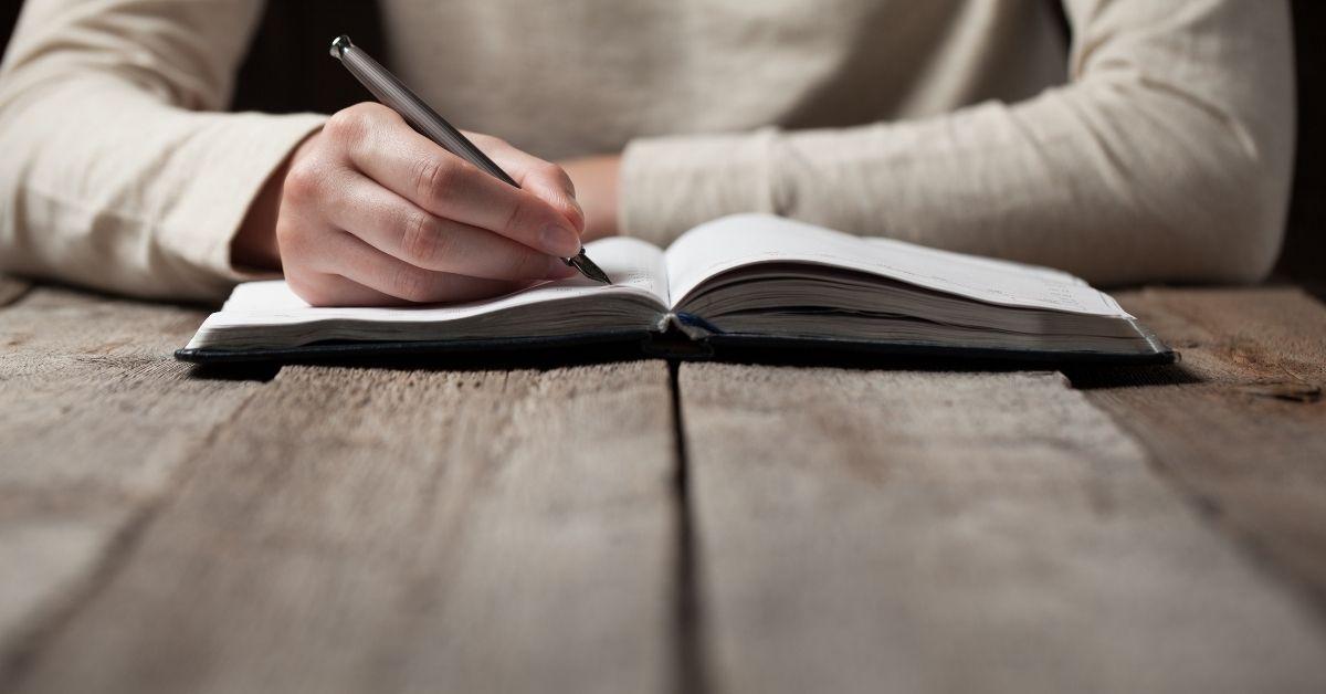 Als schrijfcoach op Soofos leert Vilan van de Loo je in haar online cursus hoe je zelf een boek kunt schrijven